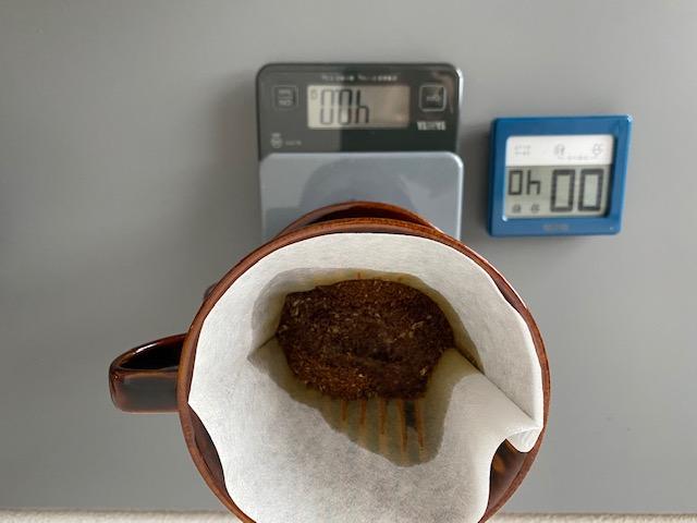 ▲40秒「蒸らす」ことでコーヒーの粉とお湯をしっかり馴染ませます